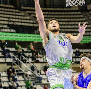 tau castellon kai edwards baloncesto